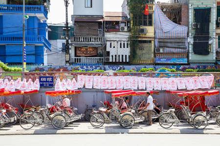 rikscha: HANOI, VIETNAM - MAY 10: Vietnamese rickshaw parking on May 10, 2014 in Hanoi, Vietnam.