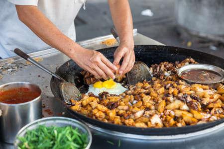 キンバリー通り食品のナイト マーケットで屋台の食べ物。ジョージタウン、ペナン、マレーシア。