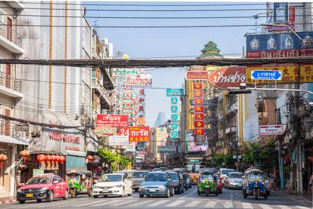 trafficlight: BANGKOK, THAILAND - APRIL 24: Cars stand before the traffic light on April 24, 2016 in Bangkok, Thailand.