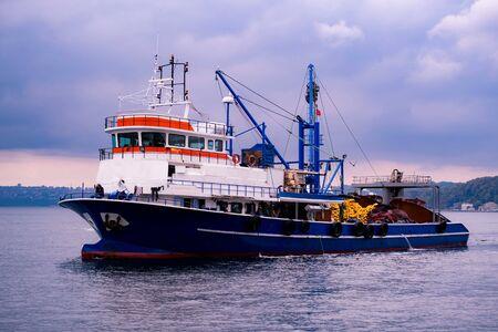 Big fishing trawler boat in Bosphorus harbor, Istanbul, Turkey. Stockfoto