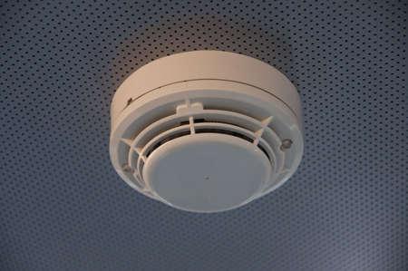 falso: alarma de incendio del detector de humo
