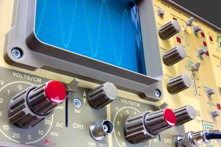 oscilloscope: oscilloscopio analogico con onda sinusoidale Archivio Fotografico