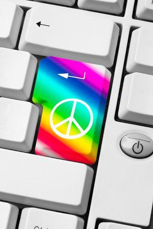 teclado con el s�mbolo de la paz y el amor sobre fondo de arco iris - comunicaci�n de la web de mensaje pacifista Foto de archivo - 6563671