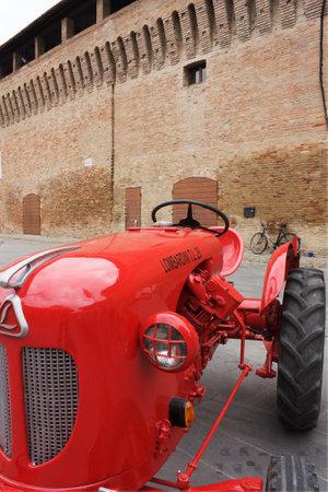 FORLIMPOPOLI, ITALY - OCTOBER 10: Exhibition of old tractors: vintage tractor  exhibit at Autunno forlimpopolese on october 10, 2010 in Forlimpopoli, Italy.  Stock Photo - 8151206