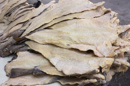 sécher la morue salée, filets de poisson préservé grâce à salage Banque d'images