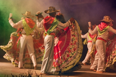 ensemble Jocaycu from Colombia - colombian dancers in traditional dress performs popular dance during the International folk festival on August 5, 2012 in Russi, Ravenna, Italy 新聞圖片