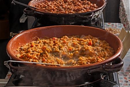 Ein Gericht von Florenz, Toskana, Italien - Ribollita ist eine traditionelle toskanische Suppe mit Brot, Kohl, Bohnen und Gemüse Standard-Bild - 16272221
