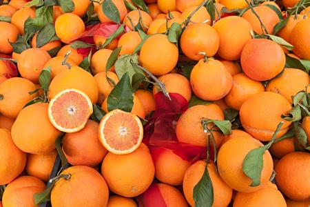 sicily: sicilian oranges, fresh fruits from italy on display at market  Stock Photo