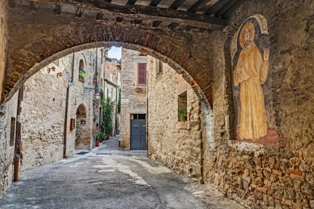 bevagna: BEVAGNA, UMBRIA, ITALY - SEPTEMBER 8  medieval Italian village, picturesque view of an ancient narrow alley with archway on September 8, 2013 in Bevagna, Umbria, Italy