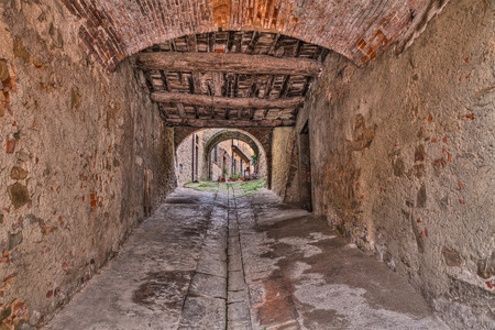 Castiglion Fiorentino, Arezzo, Tuscany, Italy: ancient narrow alley and underpass in the old Italian town Stock Photo
