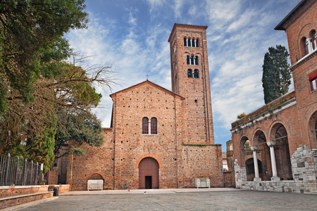 dante alighieri: Ravenna, Emilia Romagna, Italy: the medieval St. Francis (San Francesco) basilica where the poet Dante Alighieri is buried in a tomb annexed to the church