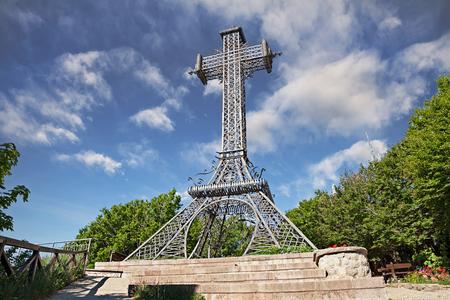 몬테 Amiata, 투 스 카 니, 이탈리아 : 1910, 22 미터의 십자가 기념비적 인 철 십자가 산의 상단에 시에나의 지방 사이에 나눠진 및 그로 세토 스톡 콘텐츠