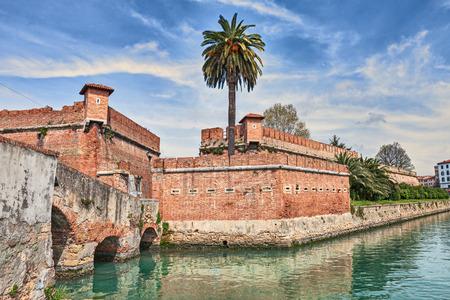 リヴォルノ - リヴォルノ, トスカーナ, イタリア: 古い要塞 Fortezza ヌオーヴァ航行可能な堀に囲まれた、それによって建てられた攻撃から都市を守る