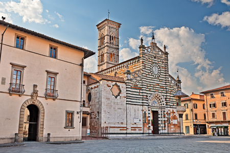 Prato, Tuscany, Italy: medieval catholic cathedral, one of the most lovely Gothic-Romanesque Tuscan buildings Reklamní fotografie