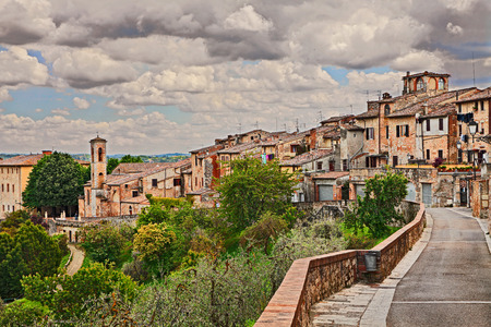 Colle di Val d Elsa, Siena, Tuscany, Italy: landscape of the medieval town, ancient village on the hill surrounded by countryside 版權商用圖片