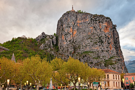 Castellane, Provence, France: landscape of the town at the foot of a high rock with the church at the top 報道画像