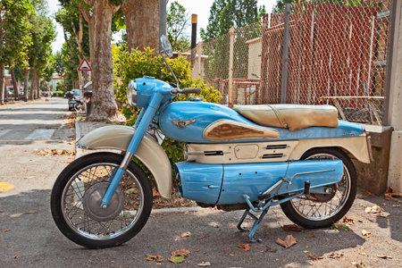 Vintage moto italienne Aermacchi Chimera 175 des années 50 en rallye de voitures et de motos classiques -33e Raduno moto e auto d'epoca- à Bagnara di Romagna, RA, Italie - 29 juillet 2018