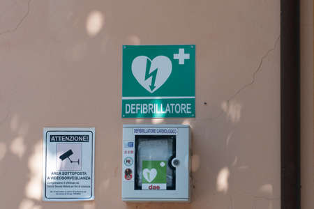 defibrillator: sign of a defibrillator Editorial