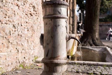 spqr: típica fuente romana desplegados en todo el territorio de Roma