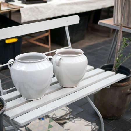salah satu jenis keramik hias