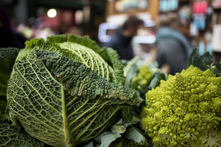 Romanesco broccoli and savoy cabbage for sale at a farmers market Reklamní fotografie