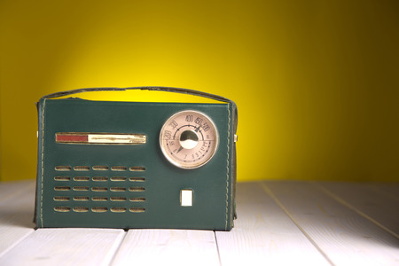 listened: Portrait of the radio with my grandfather listened to the commentary of the matches ... memories and emotions in a small object period .