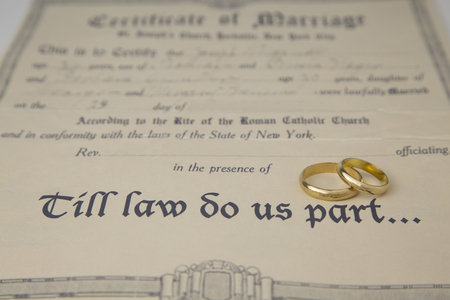 broken contract: a new formula for the ritual celebration of marriages in our days Stock Photo