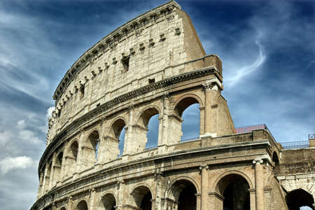 teatro antiguo: El Coliseo en un d�a tormentoso