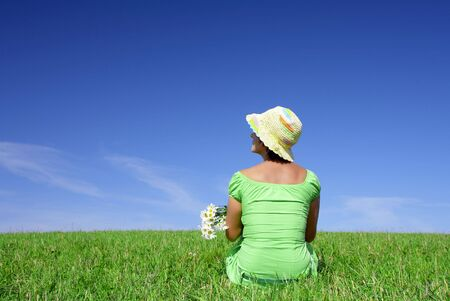 retrato de mujer bonita linda con flores en el verano de medio ambiente  Foto de archivo - 2299445