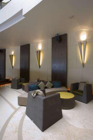 vestibulos: Vista panor�mica de agradable estilo moderno centro de negocios interior  Foto de archivo