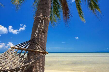 solter�a: Vista de Niza ex�ticos hamaca colgante en el ambiente tropical Foto de archivo