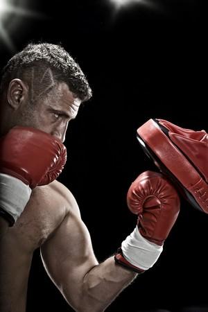 boxeadora: Retrato de clave baja de boxeador prepar�ndose para la lucha