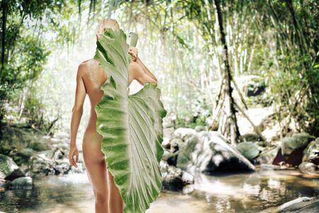 buttock: Alta retrato clave de la joven y bella mujer sobre fondo de clolr