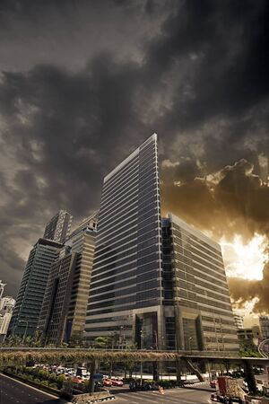 the center of the city: Vista panor�mica de la gran ciudad en luz sunset  Foto de archivo
