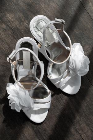 vue de près de chaussures femme sur le dos de couleur