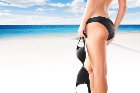 waxen: Close-up van mooie gladde womans benen op kleur terug Stockfoto