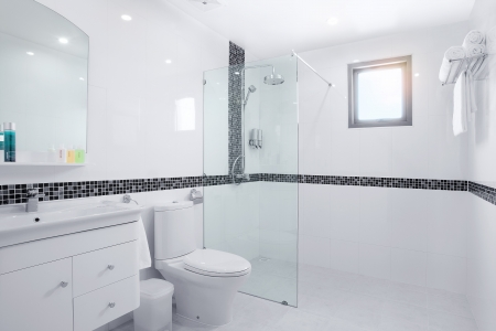view of nice white tiled modern restroom Stockfoto