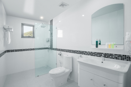 view of nice white tiled modern restroom Redactioneel