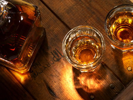 close up view of  nice bottle and two glasses filled with whiskey Foto de archivo