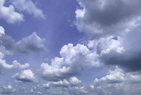 Beautiful dynamic shape of cloudy sky 免版税图像