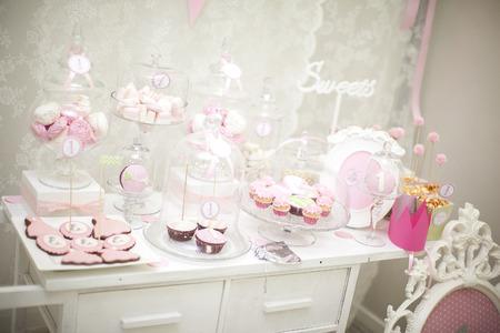 candies: barre de rose bonbon. la d�coration de la table de f�te