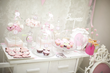 bares: pink candy bar. the holiday table decoration
