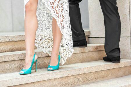 chaussures de mariage de l'époux et l'épouse