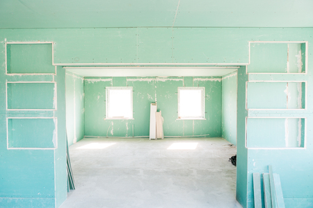 plasterboard: empty room with drywall. repairs in the house. Stock Photo