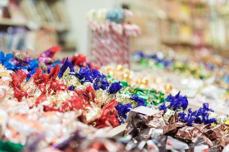 hundreds: lots of chocolates on store Stock Photo
