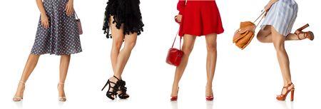 inna kobieta w różnych sukni stojącej ze stylową torebką i butami na obcasie na białym tle.