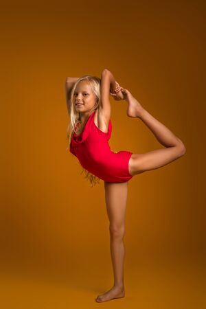 Young gymnast child girl stretching and training Stockfoto