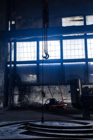 steel chain hook of electric hoist. industrial background. Imagens