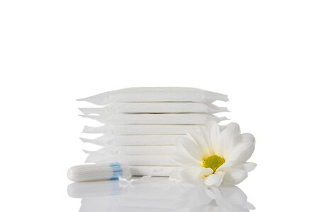 menstrual sanitary pads and cotton tampons on white background. Feminine hygiene products and chamomile flower. copy space. Imagens