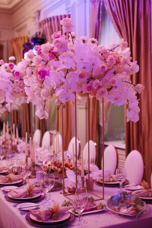 Luxury decorated with flowers roses and orchids celebration hall in palace Imagens
